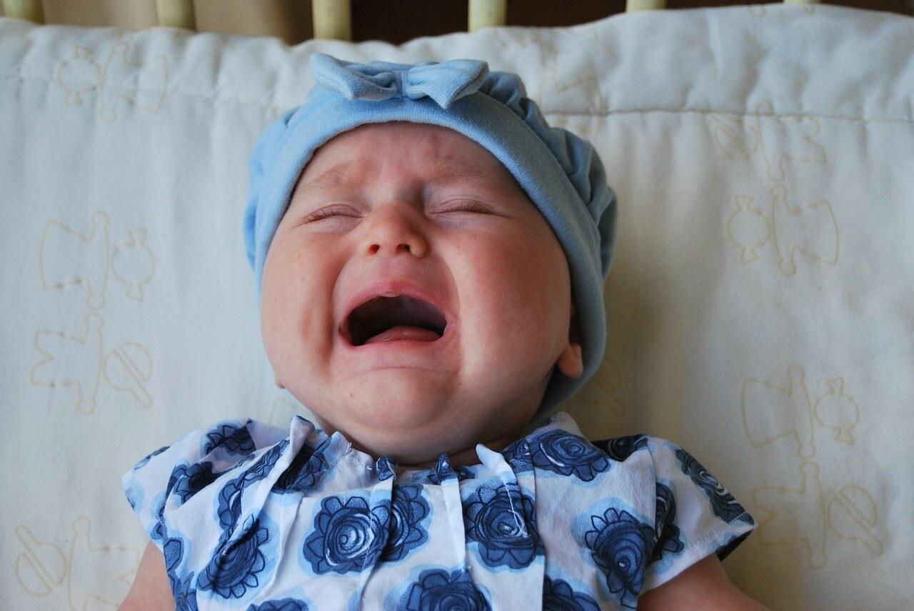 bebê chora muito